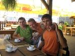 Святая троица, а Жора видит тока пальцы :)))